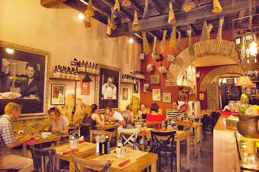 Cantina e cucina hosteria pizzeria la buona tavola in stile italiano - Cucina e cantina ...